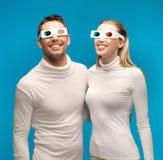 Homme et femme avec les verres 3d Photos libres de droits