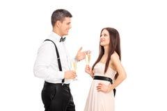 Homme et femme ayant une conversation Photos stock