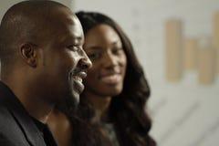Homme et femme d'affaires de deux Afros-américains lors d'une réunion Images libres de droits