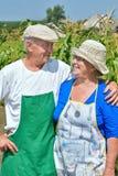 Homme et femme dans le jardin Photo libre de droits