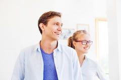 Homme et femme dans une équipe Image stock