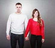 Homme et femme de plan rapproché tenant des mains Images stock