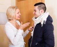 Homme et femme disant au revoir Photo libre de droits