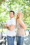 Homme et femme en stationnement Photographie stock libre de droits