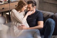 Homme et femme enceinte Photos stock