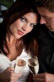 Homme et femme exagérés avec le champagne Photographie stock