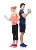 Homme et femme folâtres avec des haltères Photo stock