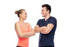 Homme et femme folâtres heureux Photographie stock libre de droits