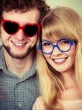 Homme et femme heureux de couples en verres Photo libre de droits