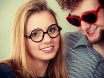 Homme et femme heureux de couples en verres Images libres de droits