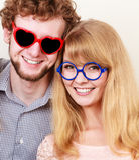 Homme et femme heureux de couples en verres Photo stock
