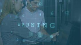 Homme et femme parlant dans la salle du serveur pendant que les messages de sécurité se déplacent au premier plan illustration stock