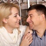 Homme et femme regardant fixement dedans à chaque autres Photos libres de droits