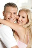 Homme et femme s'embrassant Image libre de droits