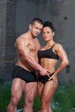 Homme et femme sportifs à l'extérieur Image libre de droits
