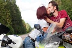 Homme et femme sur des motos Photographie stock