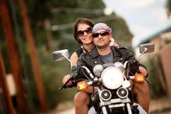 Homme et femme sur la moto Photographie stock libre de droits