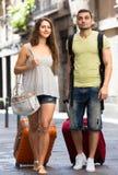 Homme et femme sur le fond de ville Photographie stock