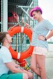 Homme et femme sur les banques de la rivière Photos libres de droits