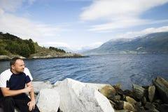 Homme et fjord Image libre de droits