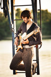 Homme et guitare Photo stock