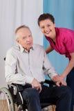 Homme et infirmière handicapés Image stock