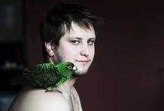Homme et oiseau images libres de droits