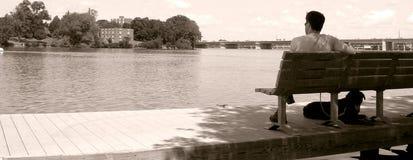 Homme et son crabot Photographie stock libre de droits