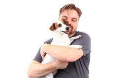Homme et terrier de Russell de cric photographie stock libre de droits