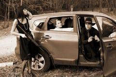 Homme et womans dans le véhicule Photo stock