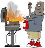 Homme ethnique éteignant un feu de gril Image stock