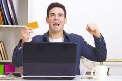 homme excited d'ordinateur portatif Images stock