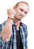 Homme fâché affichant le poing Image libre de droits