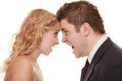 Homme fâché de femme hurlant à l'un l'autre Marié de jeune mariée de fureur Photographie stock