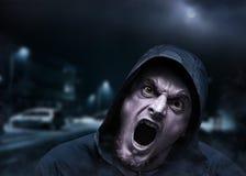 Homme fâché de vampire dans une ville images libres de droits