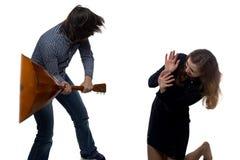 Homme fâché et femme effrayée Photos libres de droits