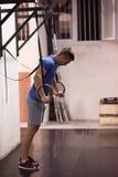 Homme faisant l'exercice de plongement Image stock