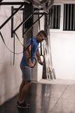 Homme faisant l'exercice de plongement Images stock