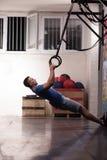 Homme faisant l'exercice de plongement Images libres de droits