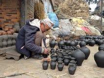 Homme faisant la poterie Images libres de droits