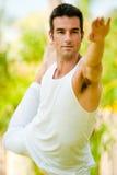 Homme faisant le yoga Photos libres de droits
