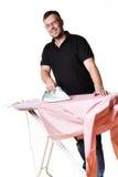 Homme faisant les travaux domestiques Images libres de droits