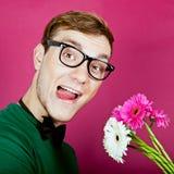 homme fol avec un bouquet des fleurs Photographie stock