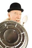 Homme fol se défendant avec le couvercle et la cuillère de bidon Photos libres de droits