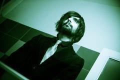 Homme frais dans le miroir avant datte Image stock