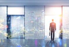 Homme, hall d'ascenseur, ville de nuit, double illustration de vecteur