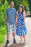 Homme handicapé bel avec son amie Images stock