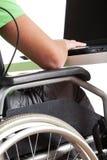 Homme handicapé dans le travail photo stock
