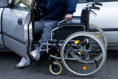 Homme handicapé disposant à conduire Photos libres de droits