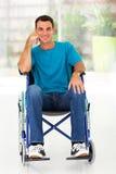 Fauteuil roulant handicapé d'homme Photo stock